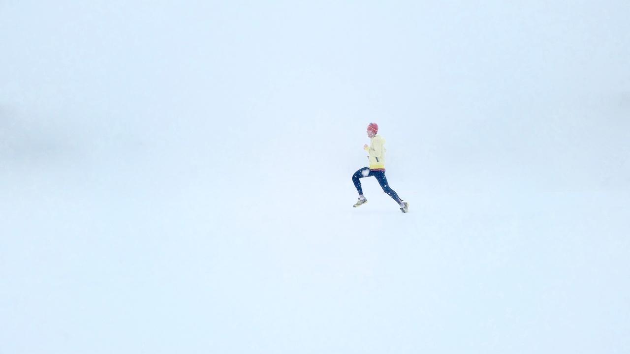person-snow-winter-running-run-jumping-25041-pxhere.com